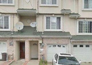Pre Foreclosure in Staten Island 10304 MERIVALE LN - Property ID: 1568199343