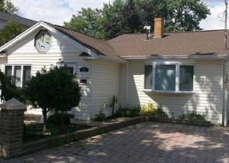Pre Foreclosure in Staten Island 10308 WIMAN AVE - Property ID: 1568207666