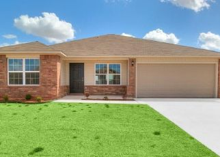Pre Foreclosure in Mustang 73064 OAK VALLEY WAY - Property ID: 1568797173