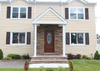 Pre Foreclosure in West Babylon 11704 MOUNT PL - Property ID: 1569250930