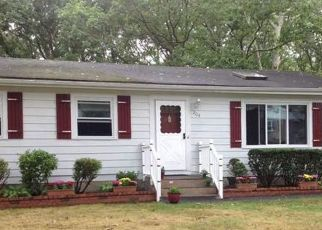 Pre Foreclosure in Mastic 11950 BURNEY BLVD - Property ID: 1569255292