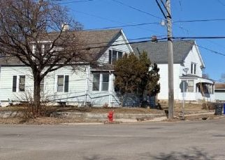 Pre Foreclosure in Saint Paul 55117 WESTERN AVE N - Property ID: 1569756789