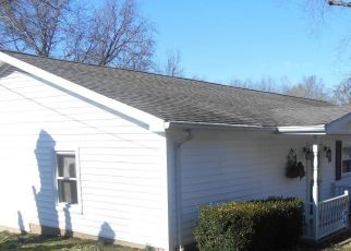 Pre Foreclosure in Harrisburg 62946 HILLTOP RD - Property ID: 1570610387
