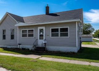 Pre Foreclosure in Muscatine 52761 CLINTON ST - Property ID: 1570834187
