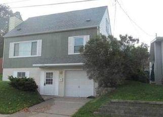 Pre Foreclosure in Dubuque 52003 OAK ST - Property ID: 1570942824