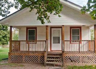 Pre Foreclosure in Mishawaka 46544 YORK ST - Property ID: 1571172303