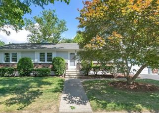 Pre Foreclosure in Stratford 06614 TOPAZ PL - Property ID: 1571752180