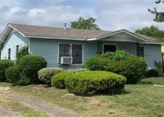 Pre Foreclosure in Fort Worth 76104 E DAVIS AVE - Property ID: 1573518990