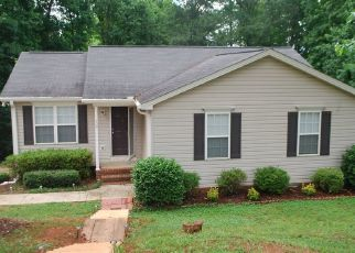 Pre Foreclosure in Fountain Inn 29644 N KINGS DR - Property ID: 1573625403
