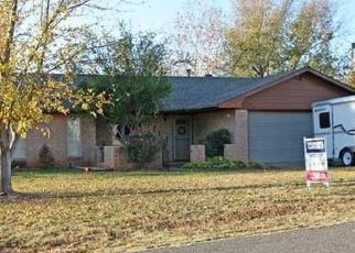 Pre Foreclosure in Mustang 73064 E COTTONWOOD TER - Property ID: 1574936702