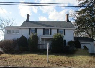 Pre Foreclosure in Babylon 11702 LIVINGSTON AVE - Property ID: 1575166636