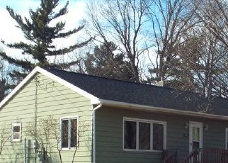 Pre Foreclosure in Marquette 49855 N VANDENBOOM AVE - Property ID: 1575708858