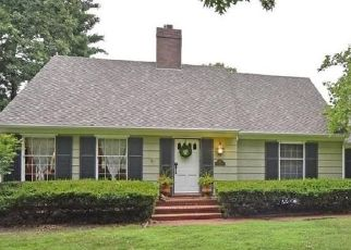 Pre Foreclosure in Leawood 66206 MEADOW LN - Property ID: 1576214262