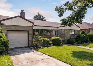 Pre Foreclosure in Franklin Square 11010 DORIS AVE - Property ID: 1582875412