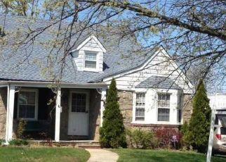 Pre Foreclosure in Hewlett 11557 HARRIS AVE - Property ID: 1584617231