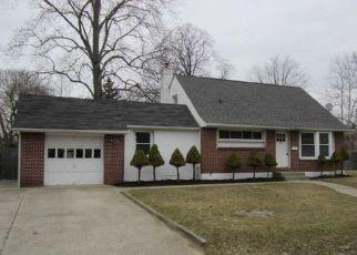 Pre Foreclosure in East Islip 11730 MOFFITT BLVD - Property ID: 1584685116