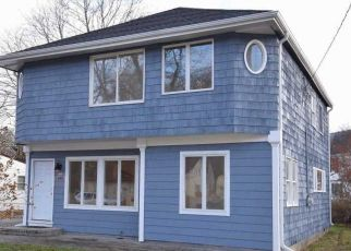 Pre Foreclosure in Patchogue 11772 N CLINTON AVE - Property ID: 1586099785