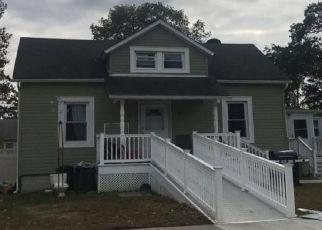 Pre Foreclosure in Islip Terrace 11752 ROSLYN ST - Property ID: 1586656890
