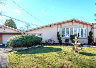 Pre Foreclosure in Hicksville 11801 WOODBURY RD - Property ID: 1587336170