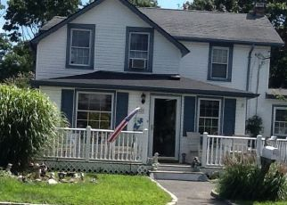 Pre Foreclosure in East Islip 11730 E MADISON ST - Property ID: 1587436477