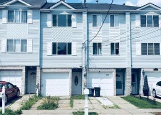 Pre Foreclosure in Staten Island 10303 GRANITE AVE - Property ID: 1588016801