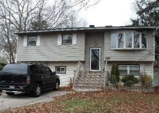 Pre Foreclosure in Brentwood 11717 STAHLEY ST - Property ID: 1588399130