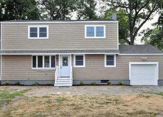 Pre Foreclosure in Centereach 11720 OAK ST - Property ID: 1588922522