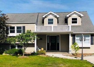 Pre Foreclosure in Islip Terrace 11752 JEFFERSON AVE - Property ID: 1588960626
