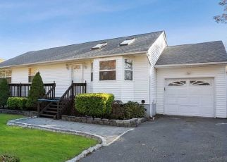 Pre Foreclosure in Centereach 11720 GARWOOD ST - Property ID: 1589299619