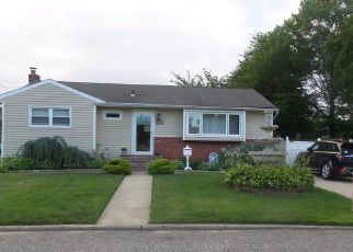 Pre Foreclosure in Brentwood 11717 NEWMAN ST - Property ID: 1589343860