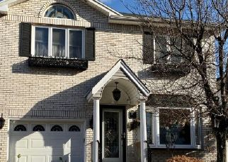 Pre Foreclosure in Staten Island 10309 WOODROSE LN - Property ID: 1590689303