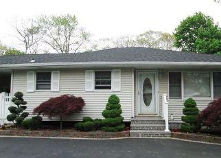 Pre Foreclosure in Bohemia 11716 LOCUST AVE - Property ID: 1591110194