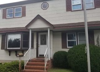 Pre Foreclosure in West Islip 11795 HAYNES AVE - Property ID: 1591120715