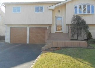 Pre Foreclosure in Huntington Station 11746 BERTLEE DR - Property ID: 1595811865