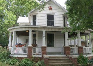 Pre Foreclosure in Villa Grove 61956 E WALNUT ST - Property ID: 1599624865