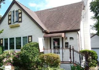 Pre Foreclosure in West Babylon 11704 NEPTUNE AVE - Property ID: 1600506943