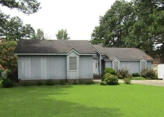 Pre Foreclosure in Elizabeth City 27909 INLET DR - Property ID: 1601290470