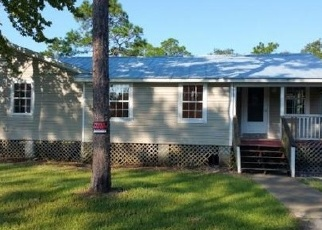 Pre Foreclosure in Cedar Key 32625 SW 102ND TER - Property ID: 1601365359