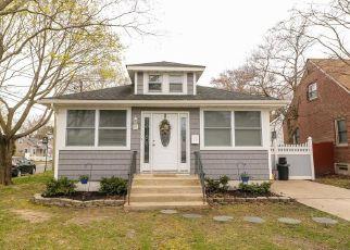 Pre Foreclosure in East Islip 11730 ADAMS ST W - Property ID: 1604291467