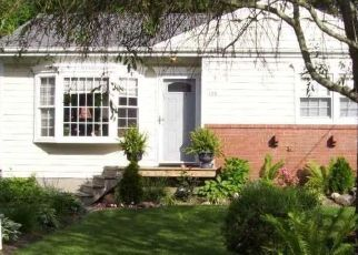 Pre Foreclosure in Patchogue 11772 S DUNTON AVE - Property ID: 1607515388