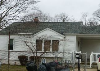 Pre Foreclosure in Patchogue 11772 LOUIS AVE - Property ID: 1607524142