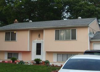 Pre Foreclosure in Babylon 11702 RALPH AVE - Property ID: 1607530279