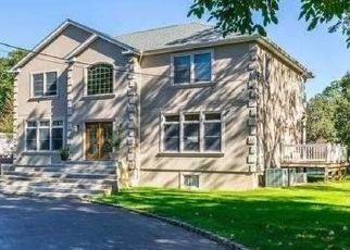 Pre Foreclosure in Smithtown 11787 WINSTON DR - Property ID: 1607540804
