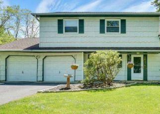 Pre Foreclosure in Morganville 07751 SANDBURG DR - Property ID: 1607700210