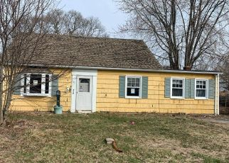 Pre Foreclosure in Bristol 02809 SOWAMS DR - Property ID: 1609716202