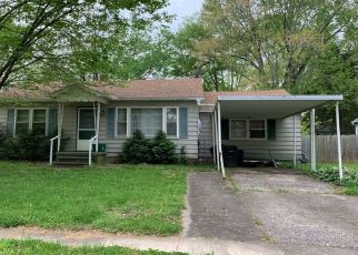 Pre Foreclosure in Carbondale 62901 N ALMOND ST - Property ID: 1613566890