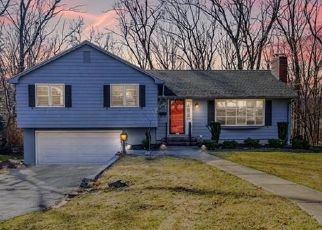 Pre Foreclosure in Manchester 06040 LUDLOW RD - Property ID: 1613902363