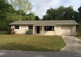 Pre Foreclosure in Dade City 33523 HILDA RD - Property ID: 1615850476