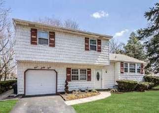 Pre Foreclosure in Bohemia 11716 SYCAMORE AVE - Property ID: 1620816670