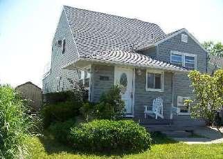 Pre Foreclosure in Babylon 11702 SHERIDAN RD - Property ID: 1622797621